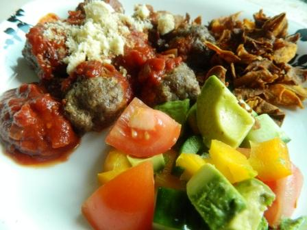 Paleo-meatballs-and-salad