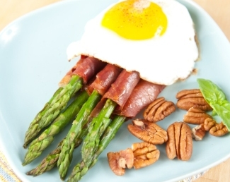 Healthy-Paleo-Breakfast-Asparagus-Prosciutto-Fried Egg-Pecan Halves